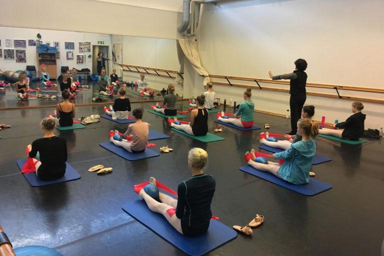 Undervisning med styrketrening for dansere.