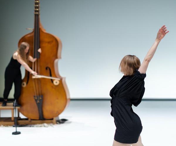 Dansende Kristin Hjort Info